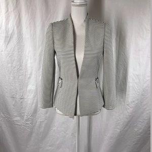 Tahari Open Front B&W Striped Blazer Sz 2